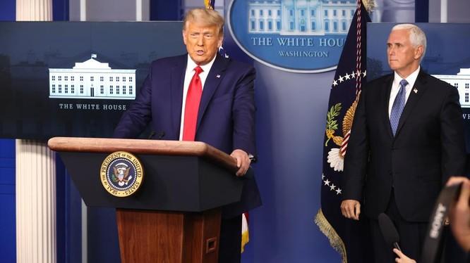 Tổng thống Trump tin rằng Phó Tổng thống Mike Pence có thể giúp ông đảo ngược kết quả bầu cử (Ảnh: Getty)