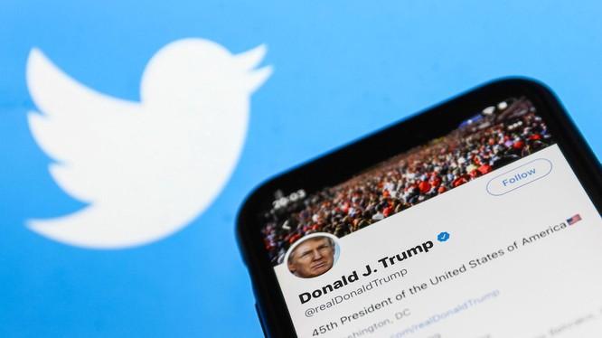 Twitter cảnh báo cấm vĩnh viễn tài khoản của Tổng thống Trump (Ảnh: NYPost)