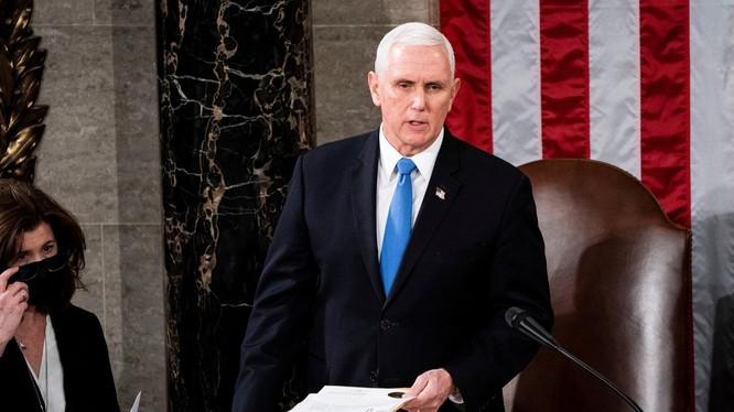 Phó Tổng thống Mỹ Mike Pence khước từ việc phế truất ông Trump (Ảnh: NYTimes)