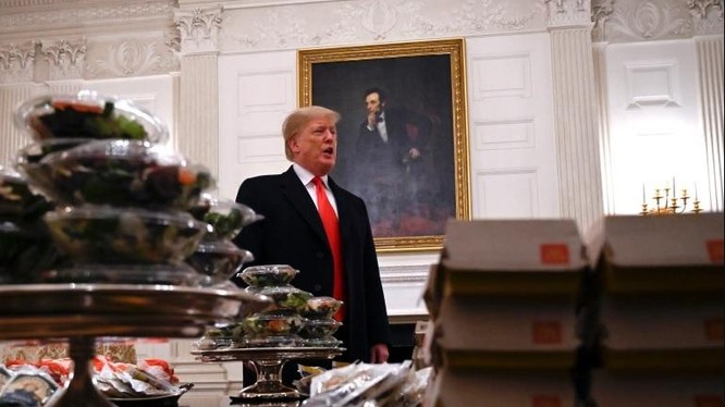 Trong nhiệm kỳ Tổng thống của mình, ông Trump không thiếu những khoảnh khắc hài hước và gây tranh cãi (Ảnh: AP)