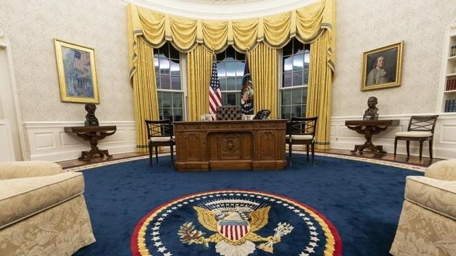 Phòng Bầu dục dưới thời Biden đã được trang trí lại (Ảnh: AP)
