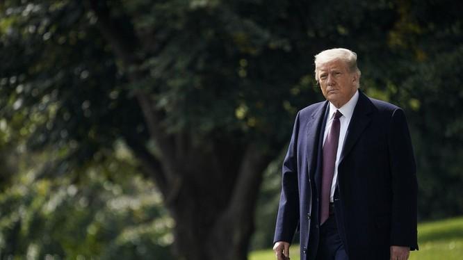 Phóng viên CNN đã nói về những ngày cuối nhiệm kỳ cô độc của ông Trump (Ảnh: The VErge)