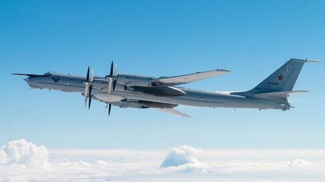 Máy bay Tu-142MZ Nga trong một chuyến bay năm 2020 (Ảnh: Russian Planes)