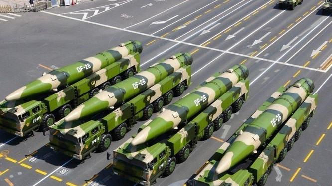 Các hệ thống phóng DF-26 đã được triển khai tới nhiều địa điểm để huấn luyện (Ảnh: Tân Hoa Xã)