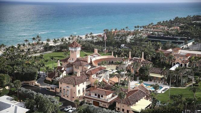Khu nghỉ dưỡng Mar-a-Lago, Palm Beach, Florida đang mang lại vấn đề pháp lý cho ông Trump (Ảnh: Business Insider)