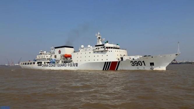 Luật hải cảnh của Trung Quốc cho phép lực lượng Hải cảnh nước này nổ súng vào tàu nước ngoài (Ảnh: SCMP)