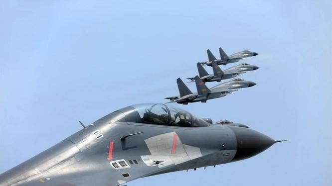 Nhiều máy bay quân sự Trung Quốc đã đi vào vùng nhận dạng phòng không của Đài Loan trong hôm 31/1 (Ảnh: SCMP)