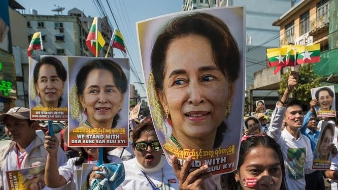 """Quân đội Myanmar nói họ thực hiện các vụ bắt giữ nhằm phản ứng trước """"gian lận bầu cử"""" trong kỳ bầu cử năm ngoái (Ảnh: AFP)"""