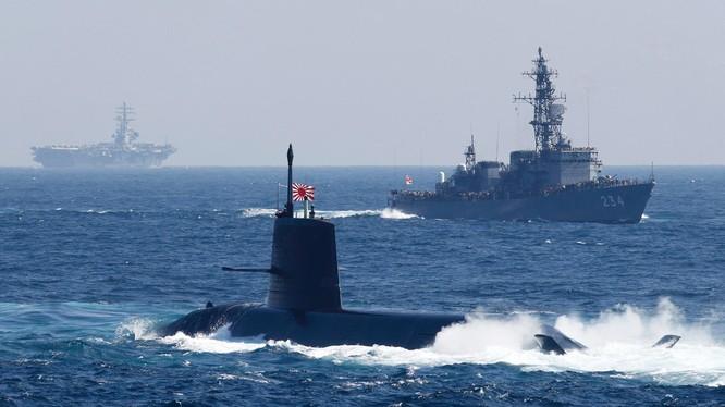 Tàu ngầm Soryu của Nhật Bản va chạm với tàu thương mại trong lúc đang nổi lên bề mặt biển (Ảnh minh họa: Japan Times)