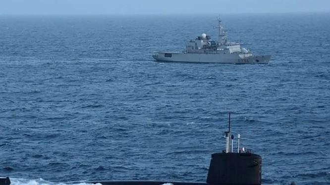 Pháp đã điều tàu ngầm hạt nhân đi qua Biển Đông để thách thức tuyên bố chủ quyền của Trung Quốc (Ảnh minh họa: Twitter)