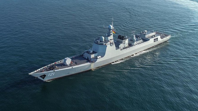 Chiến hạm Trung Quốc diễn tập ở biển Hoa Đông hồi tháng 12/2020. Ảnh: 81.cn.