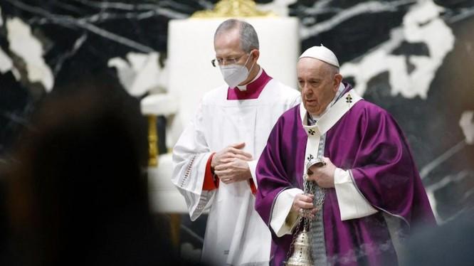 Giáo hoàng Francis (phải) bắt đầu chuyến thăm Iraq vào ngày 5/3 (Ảnh: NYTimes)