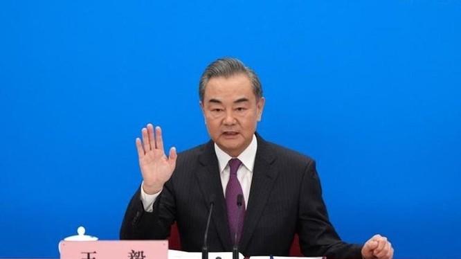 Ngoại trưởng Trung Quốc Vương Nghị trong cuộc họp báo bên lề kỳ họp quốc hội ở Bắc Kinh hôm nay. Ảnh: Xinhua.