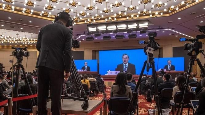 Ngoại trưởng Vương Nghị nói Luật Hải cảnh mới không nhằm vào bất cứ nước nào (Ảnh: EPA)