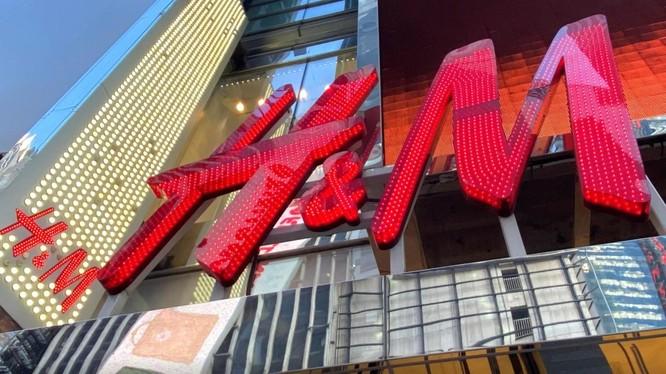H&M báo cáo thất thu trong quý đầu tiên, sau khi đưa ra bình luận gây tranh cãi về Tân Cương (Ảnh: Reuters)