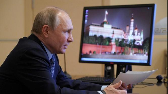 Tổng thống Putin cáo buộc Ukraine vi phạm các thỏa thuận ngừng bắn ở miền Đông Ukraine (Ảnh: Reuters)
