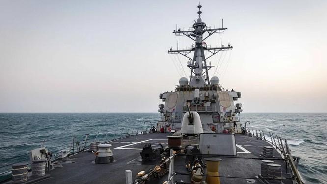 Tàu tên lửa dẫn đường lớp Arleigh Burke, USS John McCain, của Mỹ (Ảnh: Hạm đội 7)