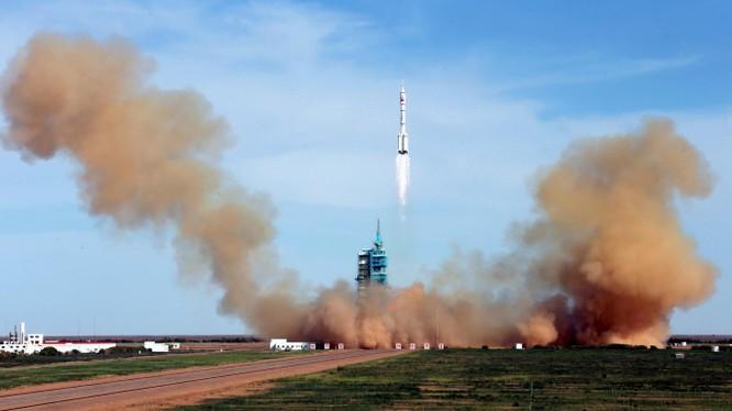 Cuộc canh tranh giữa Mỹ và Trung Quốc đã lên tới không gian (Ảnh: Reuters)