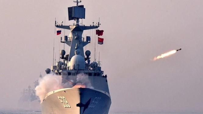 Cuộc tập trận bắn đạn thật của Trung Quốc được tổ chức ở vùng biển ngoài khơi Tây Nam của Đài Loan (Ảnh: Xinhua)