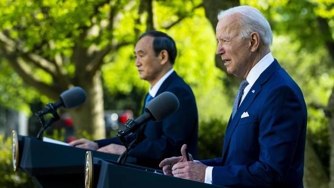 Tổng thống Mỹ Joe Biden và Thủ tướng Nhật Yoshihide Suga trong cuộc họp báo chung tại Nhà Trắng hôm 16/4 (Ảnh: EPA)