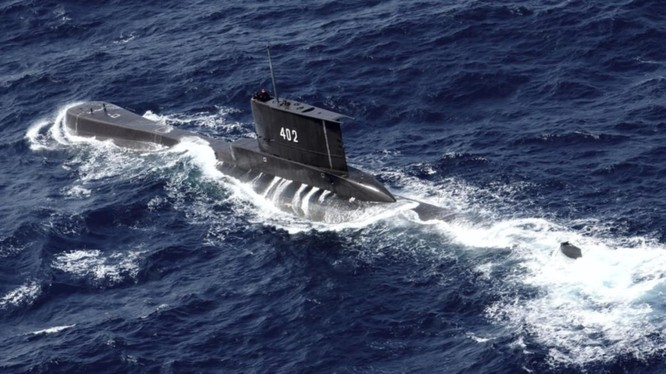 Tàu ngầm mất tích KRI Nanggala 402 của Hải quân Indonesia sẽ cạn dưỡng khí trong vòng 72 giờ (Ảnh: CNA)
