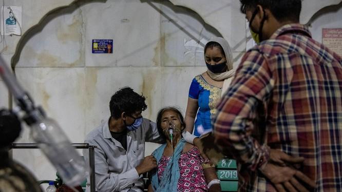 Ấn Độ tiếp tục ghi nhận số ca nhiễm trong ngày cao kỷ lục, trong bối cảnh nguồn oxy khan hiếm (Ảnh: Time)