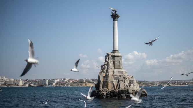 Một tượng đài ở Sevastopol, Crimea (Ảnh: RT)