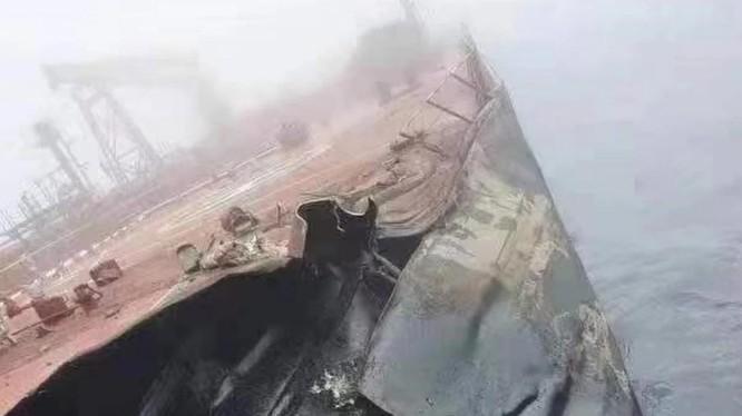 Đánh giá sơ bộ cho thấy có khoảng 500 tấn dầu đã tràn ra biển (Ảnh: Handout)