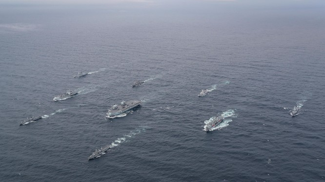 Nhóm tác chiến hàng không mẫu hạm Anh trong một cuộc tập trận hồi tháng 10/2020 (Ảnh: Royal Navy)