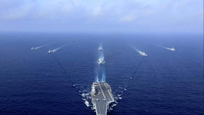 Nhóm tác chiến tàu sân bay Liêu Ninh của Trung Quốc (Ảnh: AFP)