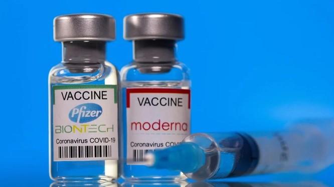 Thêm 20 triệu liều vaccine của Pfizer, Moderna và Johnson & Johnson sẽ được thêm vào lượng quyên góp sẵn có (Ảnh: Reuters)