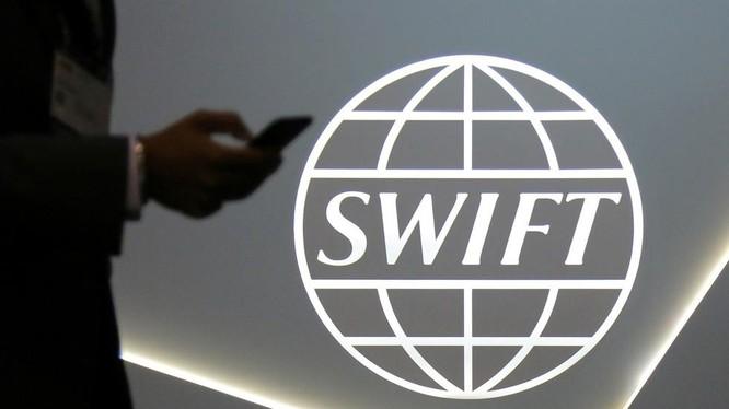 Nga có thể bị phương Tây trừng phạt bằng cách loại khỏi hệ thống SWIFT (Ảnh: Reuters)