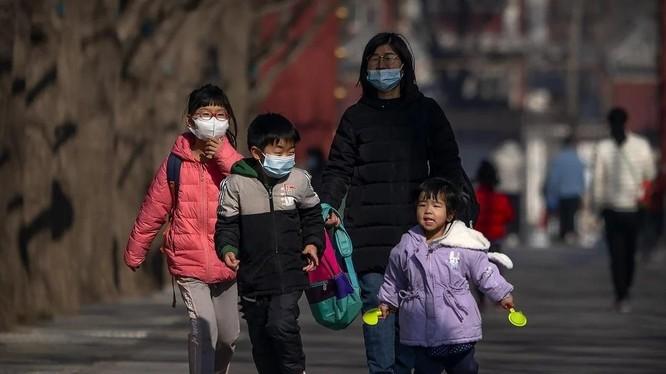 Trung Quốc sẽ cho phép mỗi cặp vợ chồng được có 3 con (Ảnh: AP)