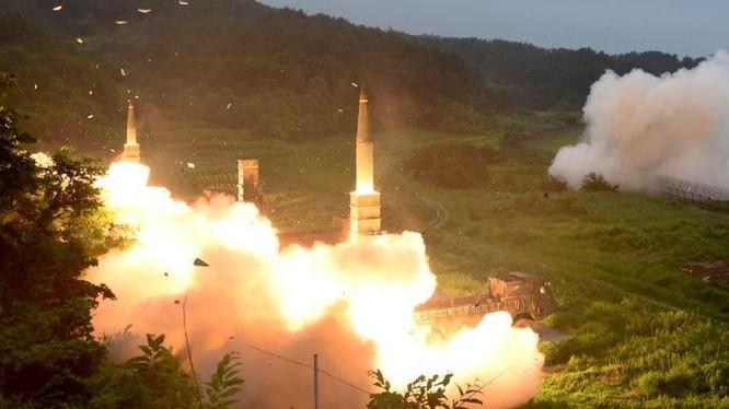 Tên lửa đạn đạo Hyunmoo 2 của Hàn Quốc phóng thử năm 2017. Ảnh: AP.