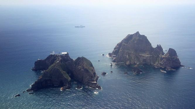 Nhóm đảo tranh chấp mà Hàn Quốc gọi là Dokdo, còn Nhật BẢn gọi là Takeshima (Ảnh: VOA)