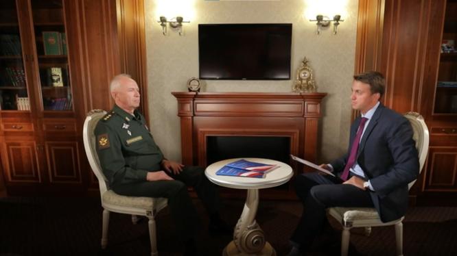 Thứ trưởng Quốc phòng Nga Alexandr Fomin trong cuộc phỏng vấn (Ảnh: RT)