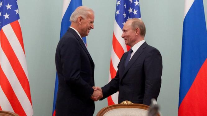 Ông Joe Biden và Vladimir Putin trong một cuộc gặp (Ảnh: Moscow Times)