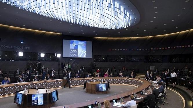 Các nhà lãnh đạo NATO trong một phiên họp tổ chức hôm đầu tuần này tại Brussels, Bỉ (Ảnh: AP)