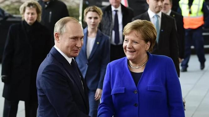 Tổng thống Nga Vladimir Putin và Thủ tướng Đức Angela Merkel trong cuộc gặp tại Berlin ngày 19/1/2020 (Ảnh: Reuters)