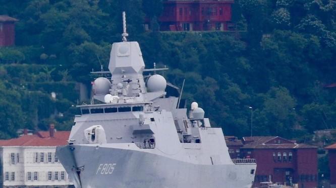 Tàu HNLMS Evertsen của Hà Lan (Ảnh: Reuters)