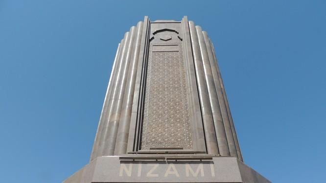 Lăng của nhà thờ Nizami Ganjavi ở Ganja, Azerbaijan (Ảnh: Wiki)