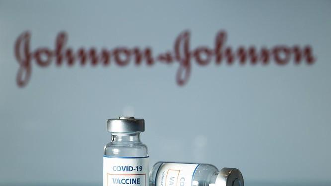 Vaccine COVID-19 của Johnson & Johnson từng bị tạm ngừng sử dụng do quan ngại về chứng huyết khối sau tiêm (Ảnh: Getty)