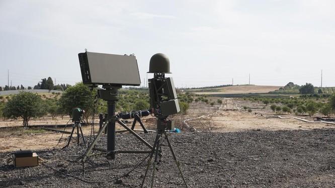 Drone Guard ban đầu được chế tạo dựa trên công nghệ điện tử/quang học hiện hữu nhưng đã được nhà sản xuất nâng cấp (Ảnh: Defense News)