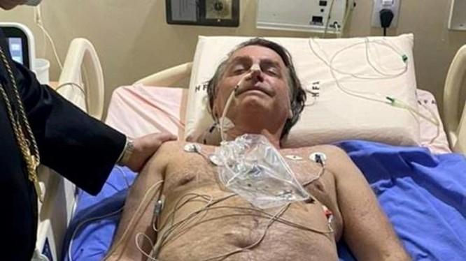 Bức ảnh mà ông Bolsonaro đăng tải trên tài khoản Twitter chính thức của mình (Ảnh: AP)