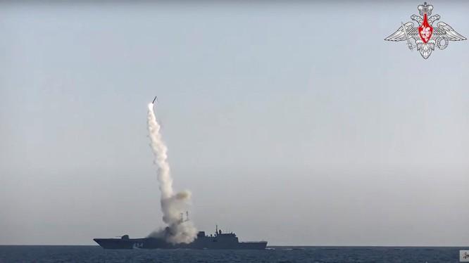 Tên lửa vượt âm Zircon của Nga tiêu diệt gọn mục tiêu với vận tốc Mach 7 (Ảnh: Reuters)