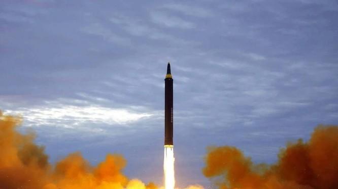 Chương trình tên lửa Triều Tiên là động lực chính khiến Hàn Quốc tăng cường sức mạnh tên lửa (Ảnh: AP)