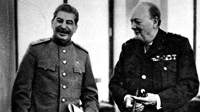 Lãnh đạo Liên Xô Josef Stalin và Thủ tướng Anh Winston Churchill (Ảnh: Tư liệu)