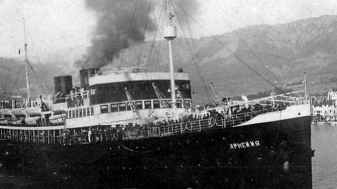 Tàu quân y Armenia của Liên Xô (Ảnh: NWD)