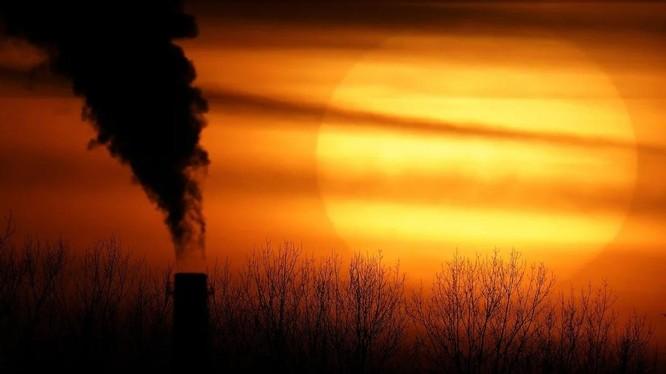 Cứ mỗi 4.434 tấn carbon thải ra bầu khí quyển Trái Đất vào năm 2020 sẽ giết chết 1 người trong thế kỷ này (Ảnh: AP)