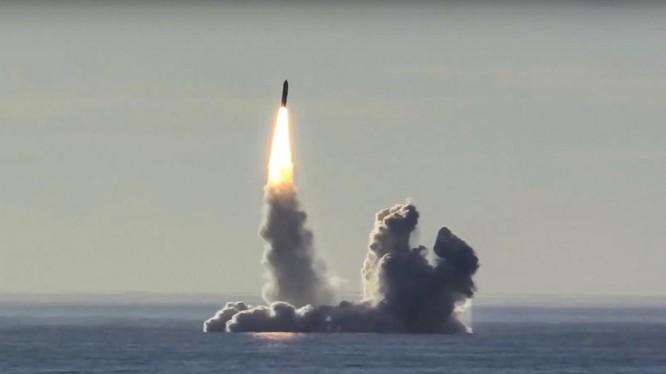 Giới chuyên gia Nga đã phân tích về tác hại từ việc Mỹ rút khỏi INF (Ảnh: AP)